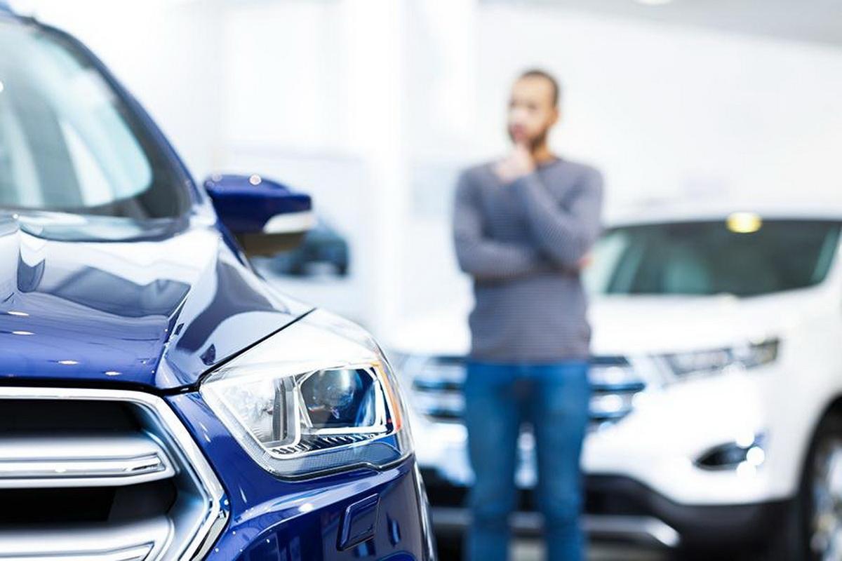 Выбор автомобиля в автосалоне